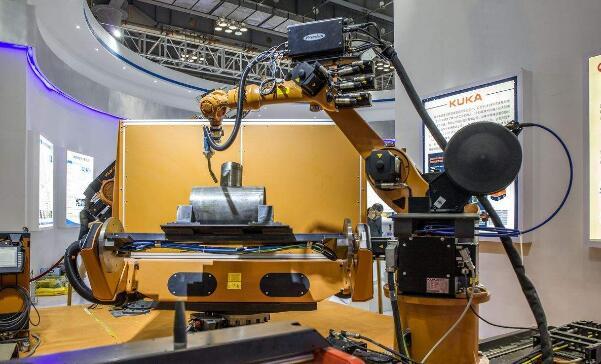 两大因素或引爆工业机器人市场